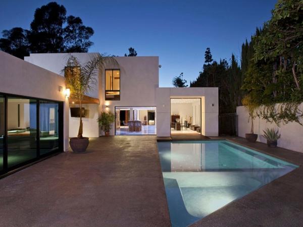 Eine herrliche Residenz außenbereich eingebaut pool architektur