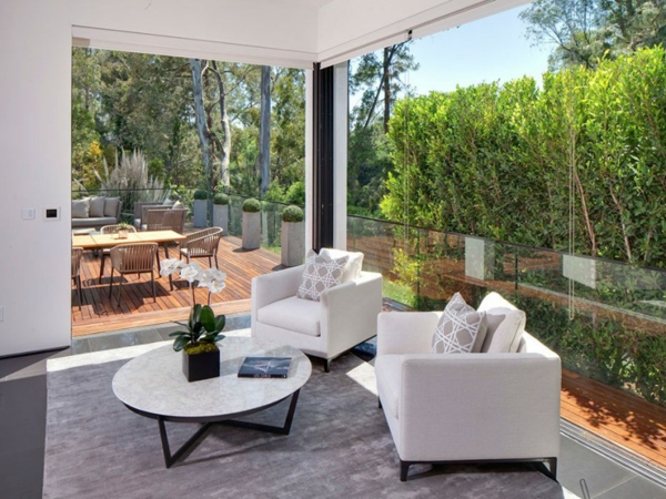 Eine herrliche Residenz eleganz tisch couch sessel teppich