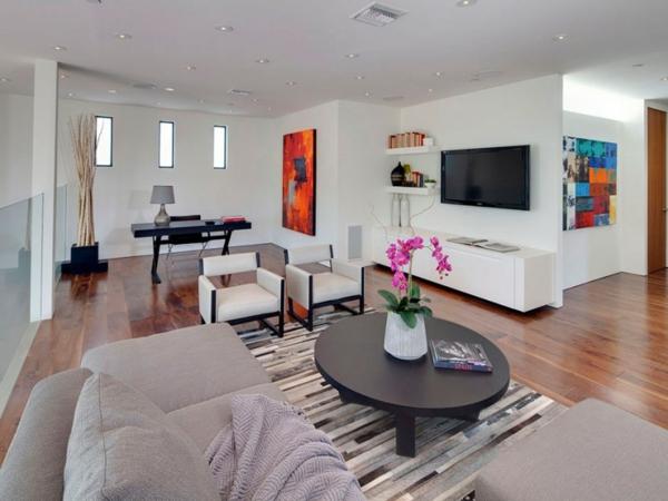 Eine herrliche immobilie eleganz tisch couch stühle weiß einrichtung