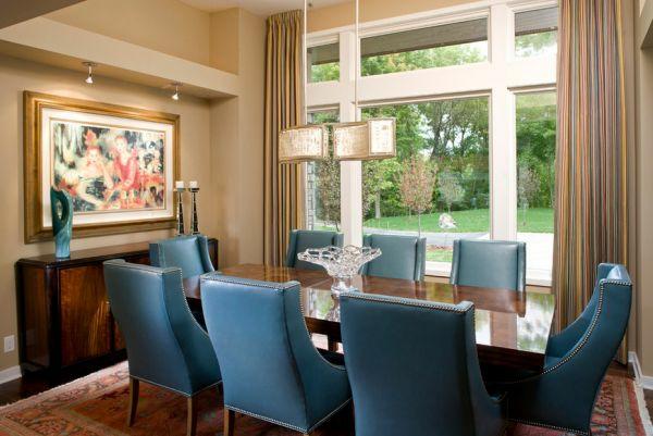 Einmaliges Esszimmer mit neuen Stühlen blau leder gepolstert