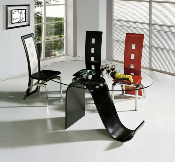 Einmaliges Esszimmer mit neuen Stühlen modern schwarz rot glasplatte