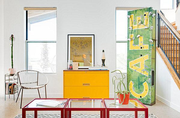 Eklektisches Interior Design treppe industriell stil kommode gelb
