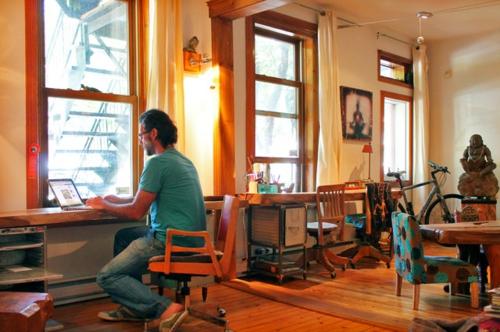 Exotik im designer haus eines künstlers arbeitsbüro tisch stuhl platz
