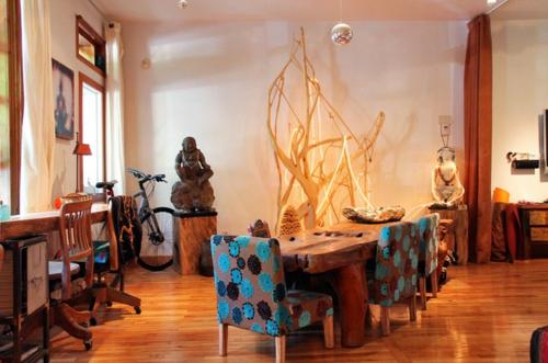 Exotik im designer haus eines künstlers auffallend dekoration esszimmer