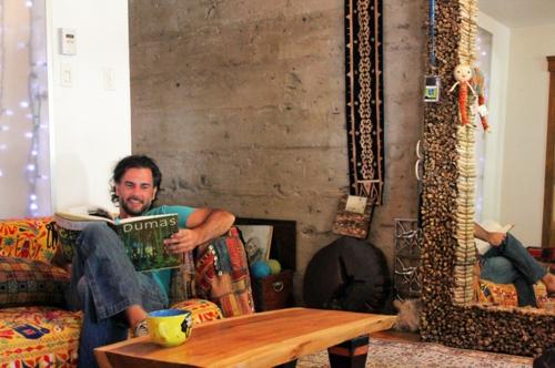 Exotik im designer haus eines künstlers wohnecke beton wände