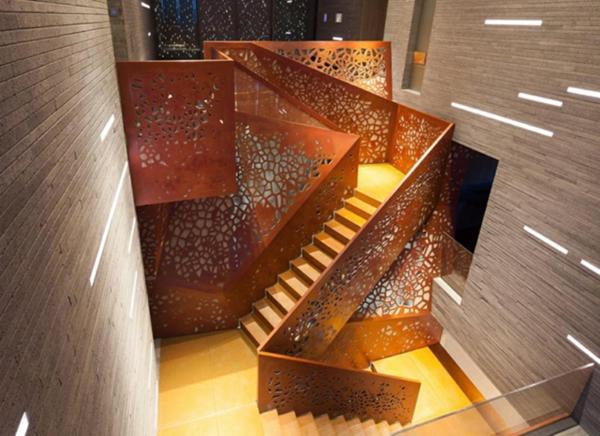 Gelöcherte Treppe aus Kupfer und Schichtholz blickpunkt design arup