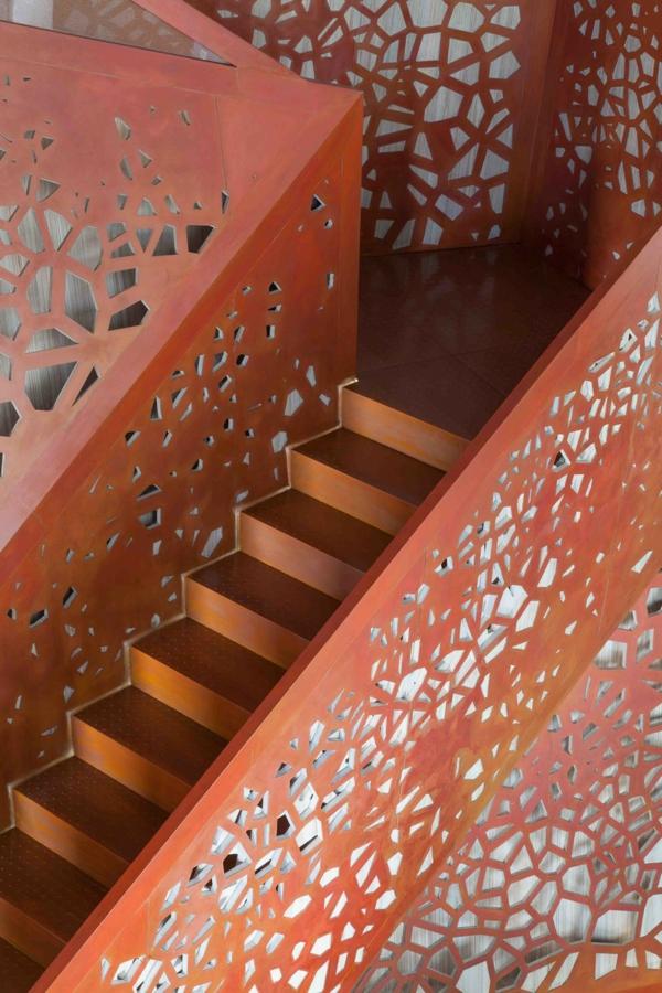 perforiert rot gelöchert design treppe stufen