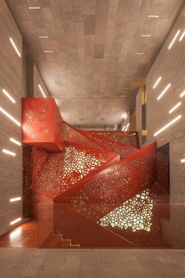 kupfer treppe gelöchert rot glasfasern Villa Mallorca