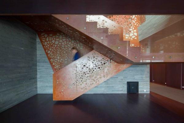 blickpunkt glasfasern design treppe kupfer gelöchert