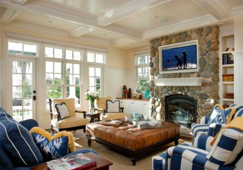 Gemütliches Wohnzimmer einrichten traditionell große fenster einbaukamin stein