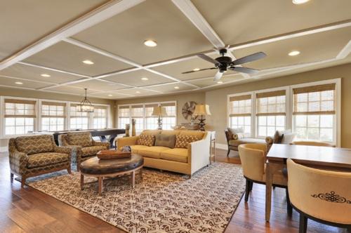 Gemütliches Wohnzimmer einrichten traditionell sofas sessel teppich tisch leder