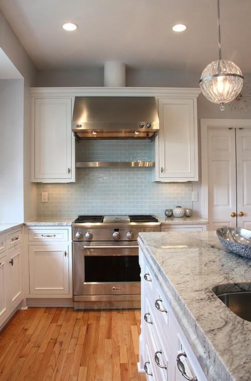 Granitplatten in hervorragenden Küchen traditionell weiß einrichtung