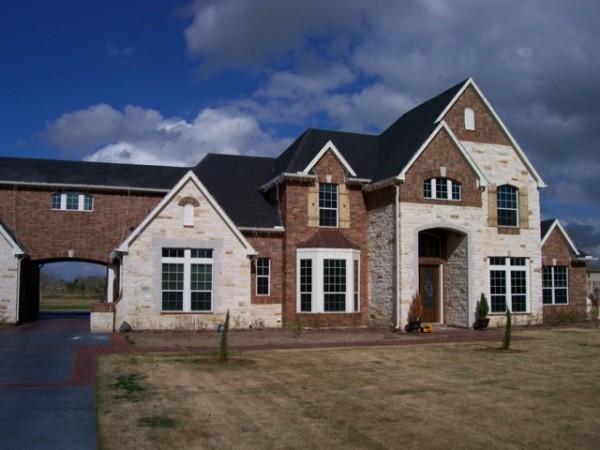 High-Tech Fensterfolien außenbereich haus ziegelwand rasenfläche