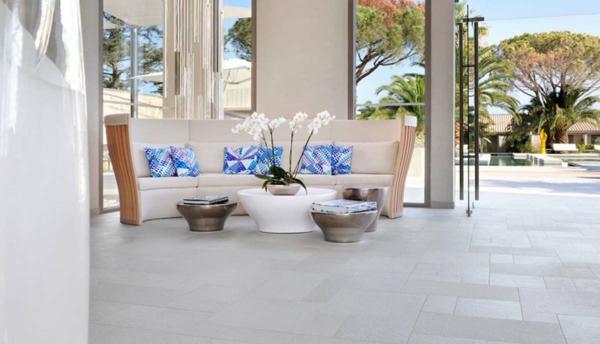 Interior Design im französischen Stil wohnzimmer sofa rücklehne dekorativ tisch