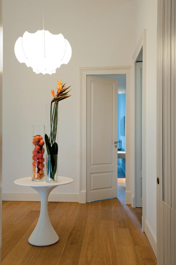 Klassische Architektur und modernes Hotel Design couchtisch weiß früchte