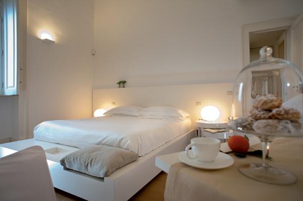 Klassische Architektur und modernes Hotel Design weiß eingerichtet