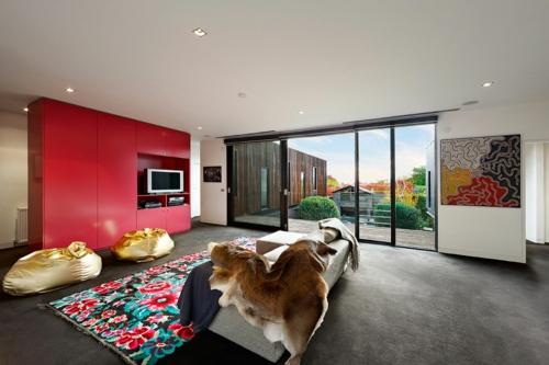 Komponente der Renovierung zu Hause wohnzimmer rot schrank teppich