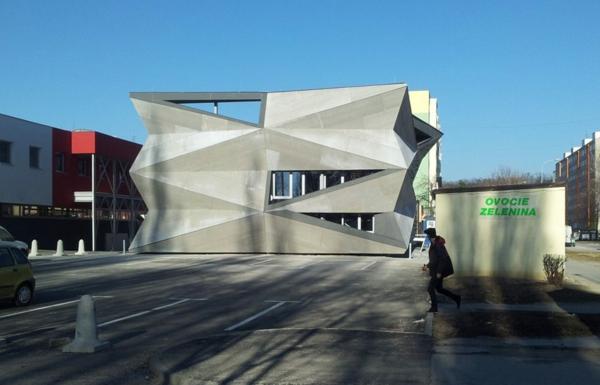 Kulturzentrum sportzentrum design eckige fassade