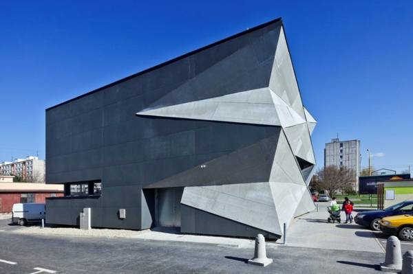 Kulturzentrum  Sportzentrum fassade grau rau fest