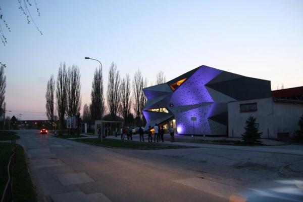 Kulturzentrum Sportzentrum wärmetauscher nachts beleuchtung
