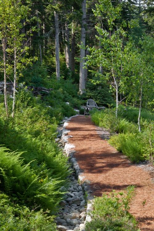 Landschaftsarchitektur und Design mit nachhaltig gewonnenem Holz fußweg