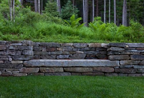 Landschaftsarchitektur und Design mit nachhaltig gewonnenem Holz steine