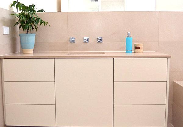 luxus badezimmer ideen mit einem klar definierten look. Black Bedroom Furniture Sets. Home Design Ideas