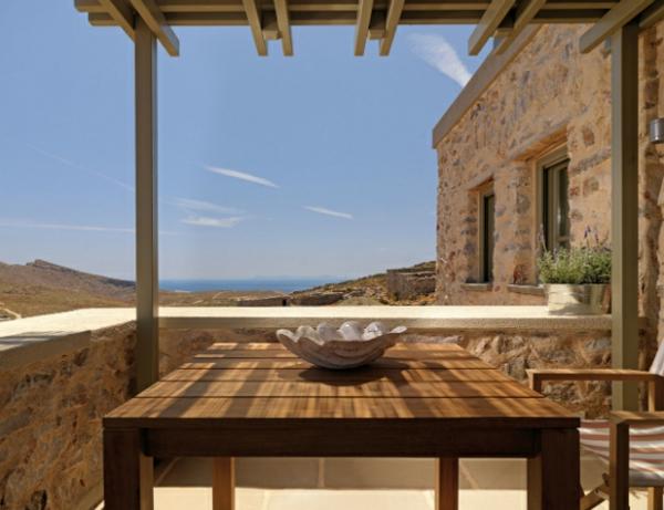 Luxus Designer Wohnungen rustikal tisch holz steingeländer terrasse