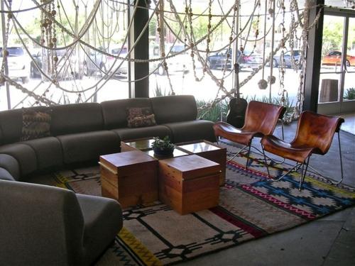 Makramee Dekoration hängnd sofa couchtisch truhen holz