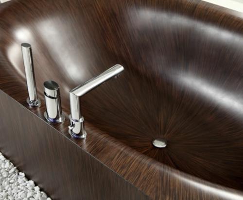innovative Badewanne aus Holz originell design wasserhahn glatt