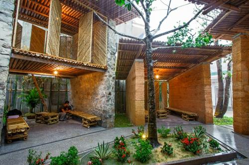 Gartenhäuser aus Bambus und Stein baum