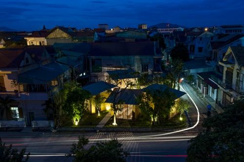 Nachhaltige Gartenhäuser aus Bambus und Stein beleuchtung