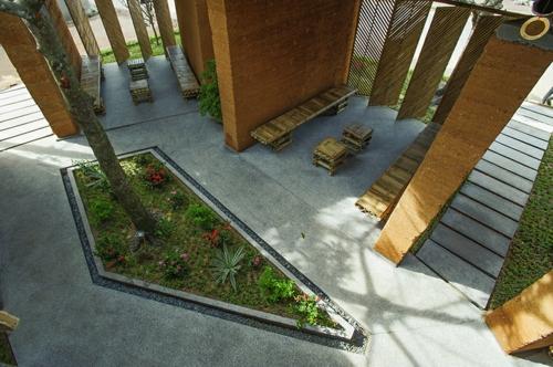 Gartenhäuser aus Bambus und Stein blumenbeete