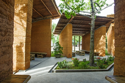Nachhaltige Gartenhäuser aus Bambus und Stein landschaft