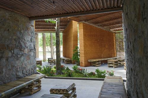 Nachhaltige Gartenhäuser aus Bambus und Stein wand