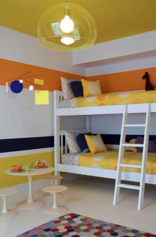 Neues Bett im Schlafzimmer hochbett leiter matratzen gelb bettwäsche