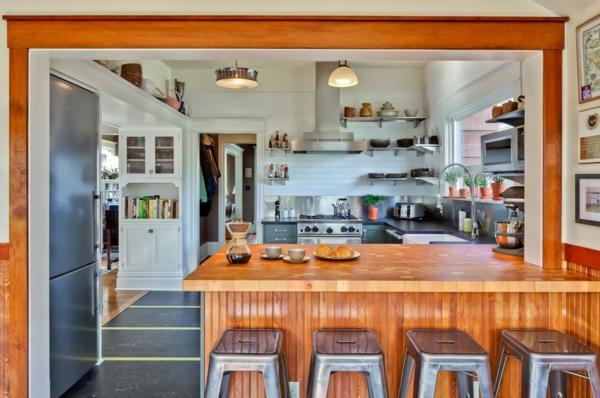 Ordnung zu Hause schaffen küche arbeitsplatte holz barhocker