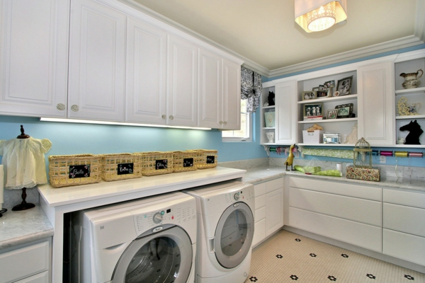 Ordnung zu Hause schaffen waschküche waschmaschinen weiß einrichtung
