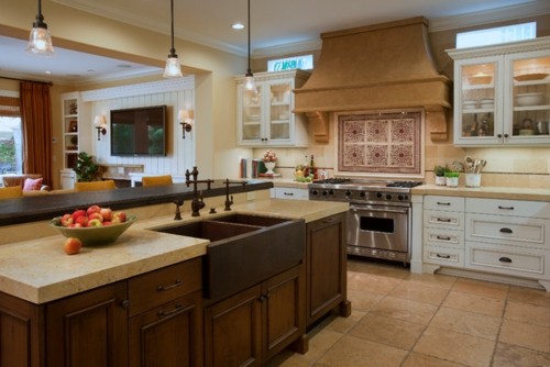 Spüle in der Küche rustikal einrichtung holz kücheninsel