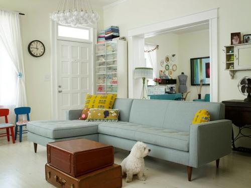 Sparsame Dekoration zu Hause sofa gelb wanduhr