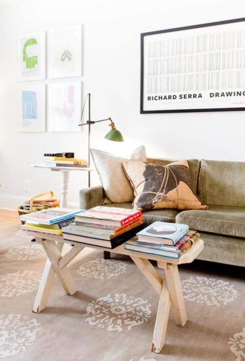 Sparsame Dekoration zu Hause sofa samt kissen bücher wohnzimmer
