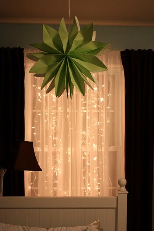 festliche lichter  im Schlafzimmer dekoration hängend