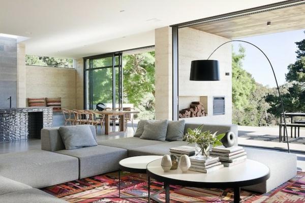 australisches haus design schwellenloser übergang bunter teppich