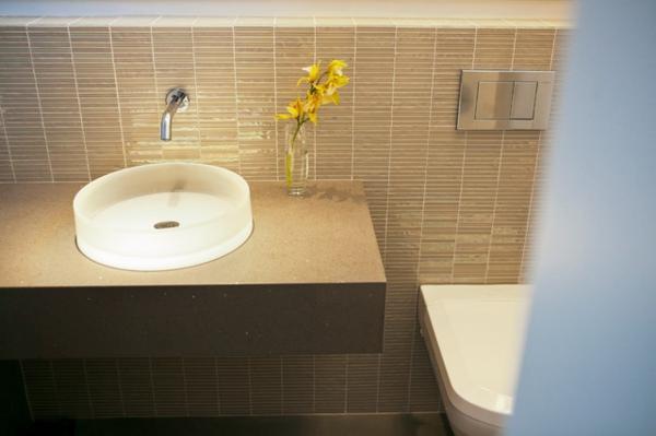 badezimmer renovierung rundes waschbecken aus milchglas