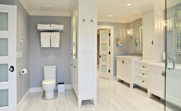 badezimmer renovierung strahlend weiß antikflair