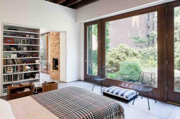brooklyn studio gestreiftes sitzkissen in blau und weiß karierte tagesdecke