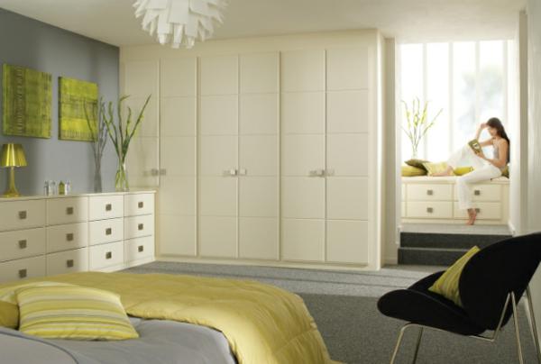coole Ideen fürs Schlafzimmer Design gelb bettwäsche eingebaut schrank