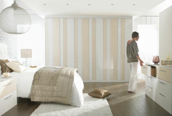 coole Ideen fürs Schlafzimmer Design streifen eingebaut kleiderschrank weiß