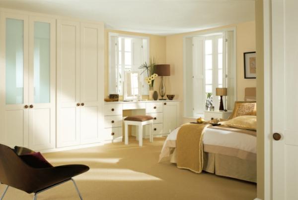 coole Ideen fürs Schlafzimmer Design wandspiegel kommode schubladen