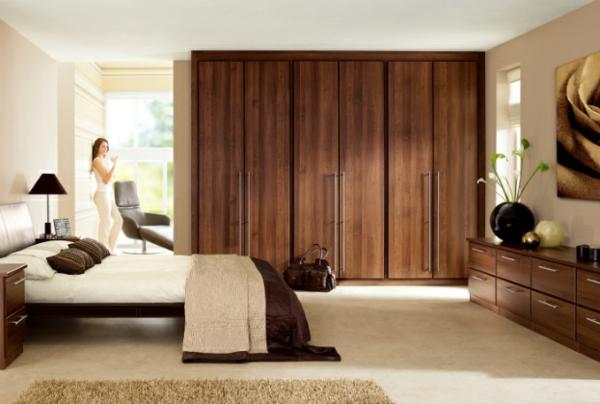 coole Ideen fürs Schlafzimmer Design warm braun dunkel schrank bett